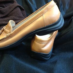 AK ANNE KLEIN Tan Leather Tassled Loafers.